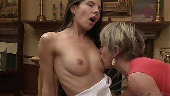Mature MILF Finally Meets Teen Hookup & Gives Their way Quivering Fingering Orgasm