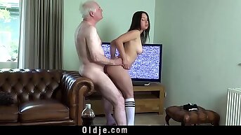 Young busty wife going to bed old hubby cock deepthoat sucking cum in brashness